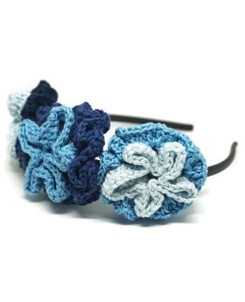 Puošnus mėlynas nertų gėlių lankelis